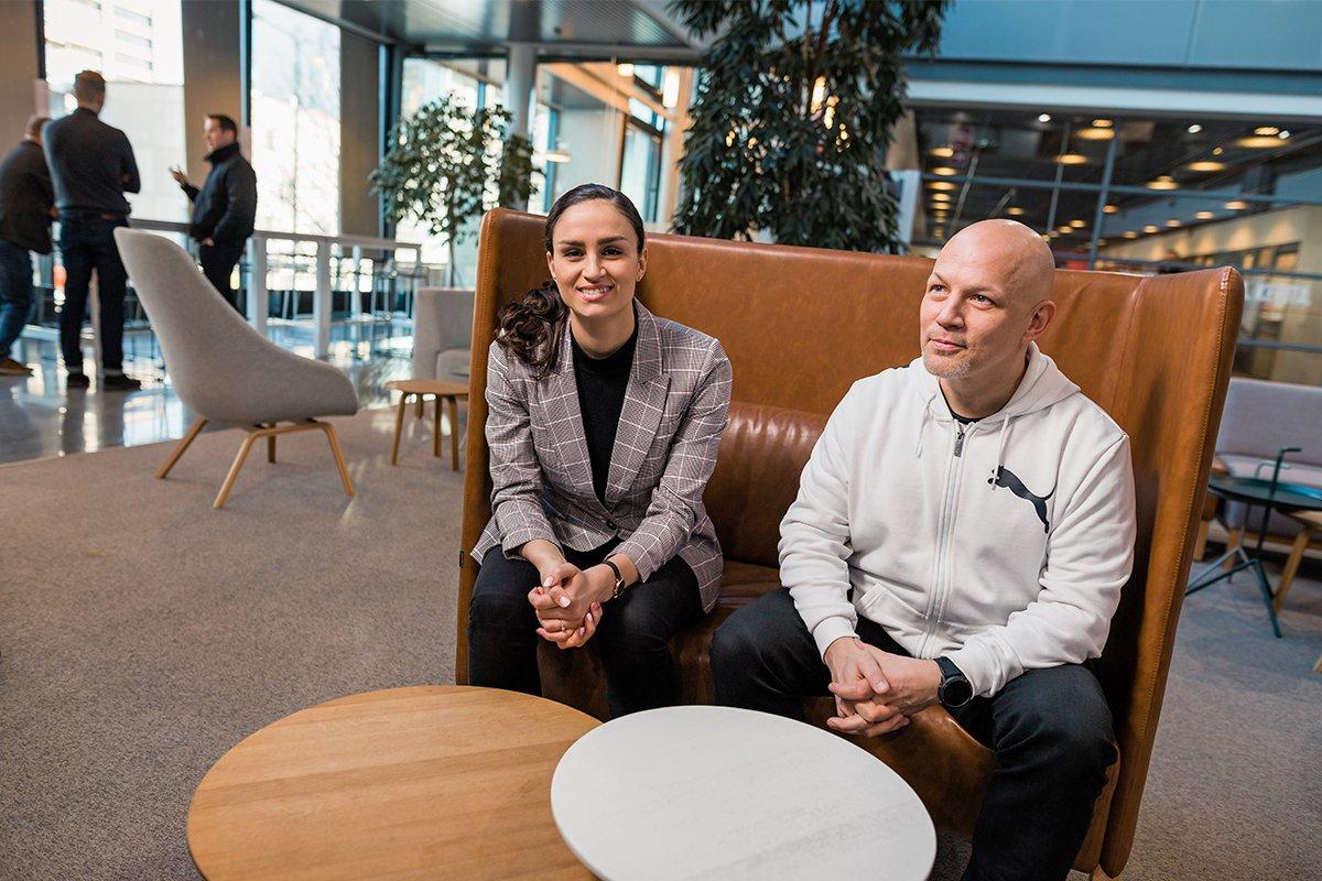Vercon asiakaskokemusjohtaja Meri Eerikinharju ja toimitusjohtaja Hannu Mikkola